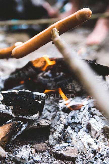 Nahaufnahme Bild eines brennenden Feuers im camp — Stockfoto