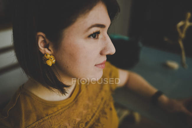 Caucasian brunette young woman with short hair — Stock Photo