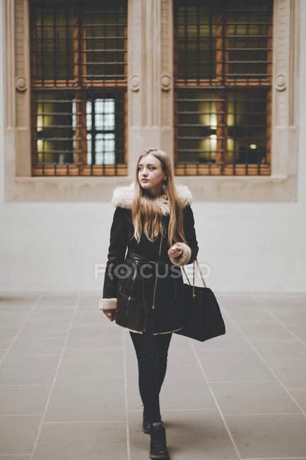 Повна довжина портрет жінка — стокове фото