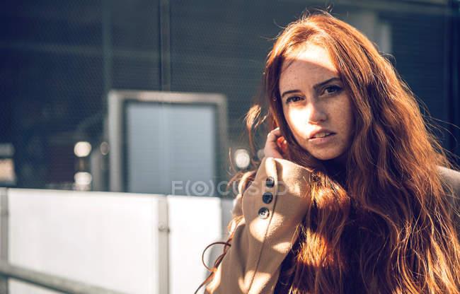 Ritratto di donna giovane redhead — Foto stock