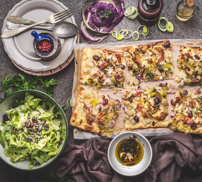 Close-up de pizza recém-cozinhado — Fotografia de Stock