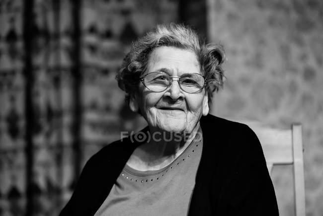 Portrait of mature woman in eyeglasses, monochrome — Stock Photo