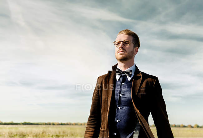 Mid adult man standing against sky. — Stock Photo