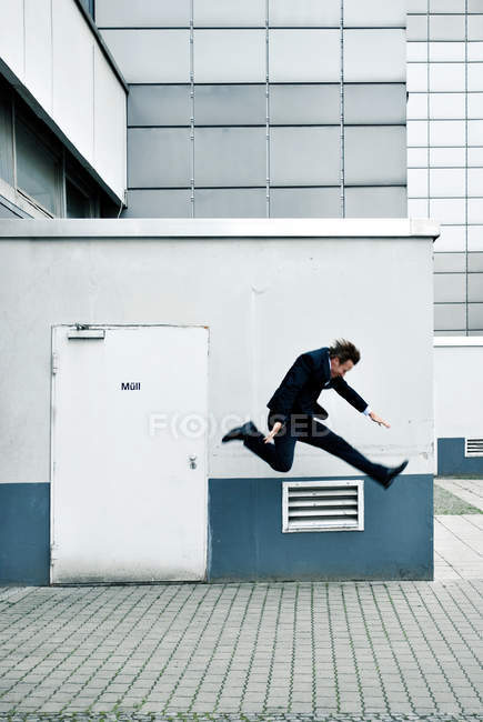 Action shot of a man jumping in mid air — Stock Photo