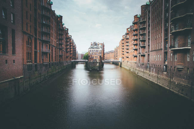 A river amidst buildings in Hamburg, germany — Stock Photo