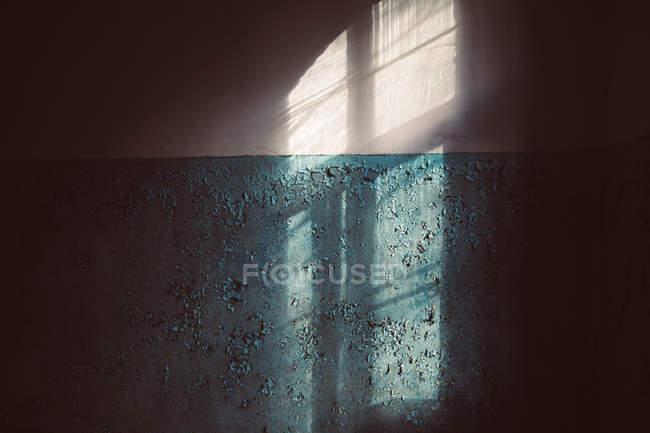 Shadows falling across dark wall indoors — Stock Photo