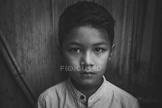 Black and white portrait of boy looking at camera — Stock Photo