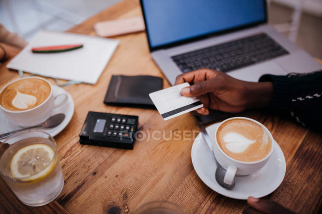 Man using credit card for payment in restaurant — Stock Photo