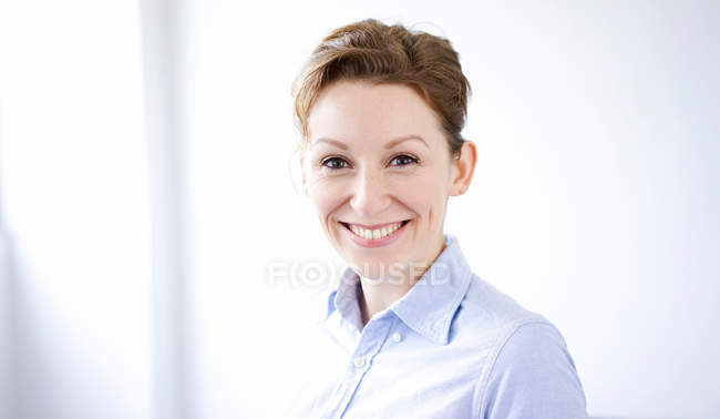 Portrait of smiling business woman — Stock Photo