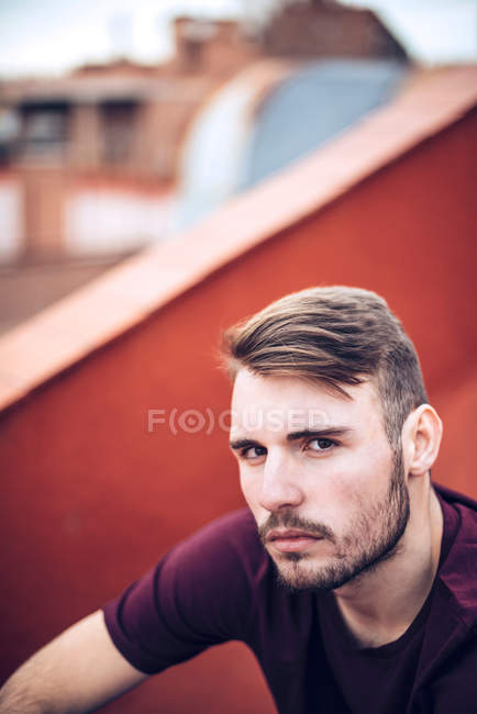 Handsome young caucasian man with stubble looking at camera — Stock Photo