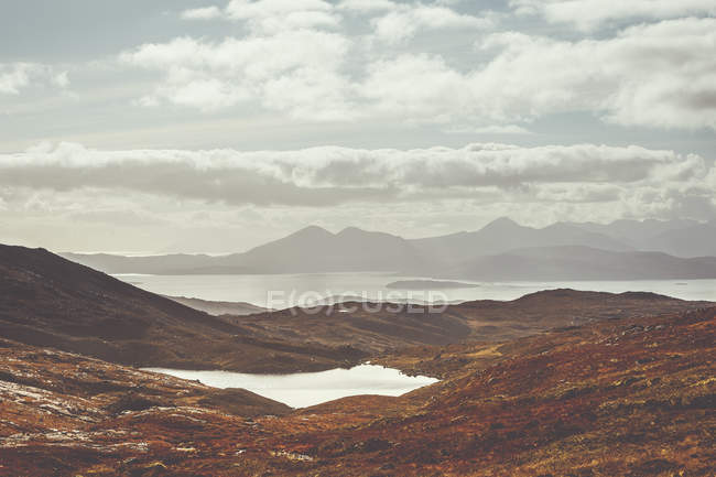 Beautiful scenic view of mountains under a cloudy sky — Stock Photo