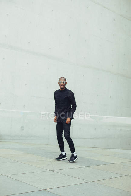 Full length portrait of young black man wearing sunglasses — Stock Photo