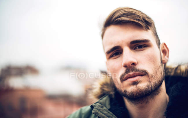 Close-up portrait of young man looking into camera — Stock Photo
