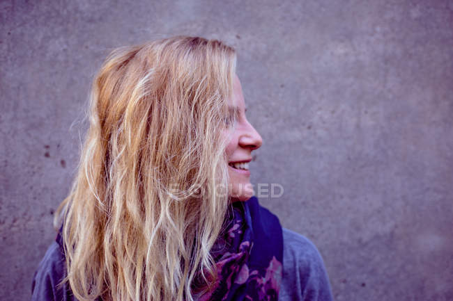 Head shot of woman with long blonde hair — Stock Photo
