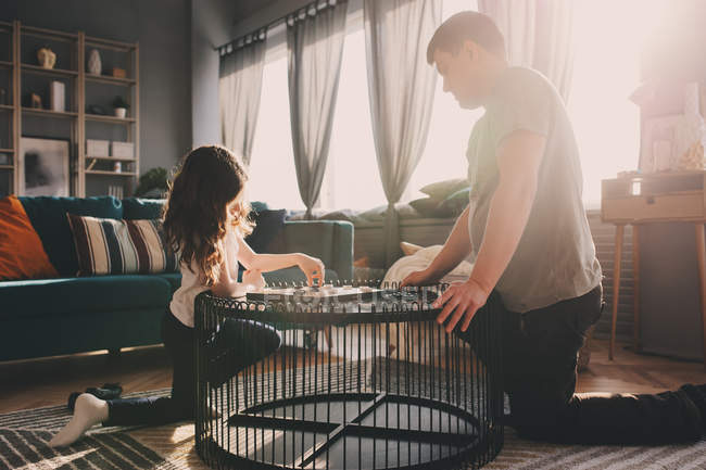 Father and daughter playing chess together at table — Stock Photo