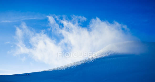 High view point of the mountains under a blue sky — Stock Photo