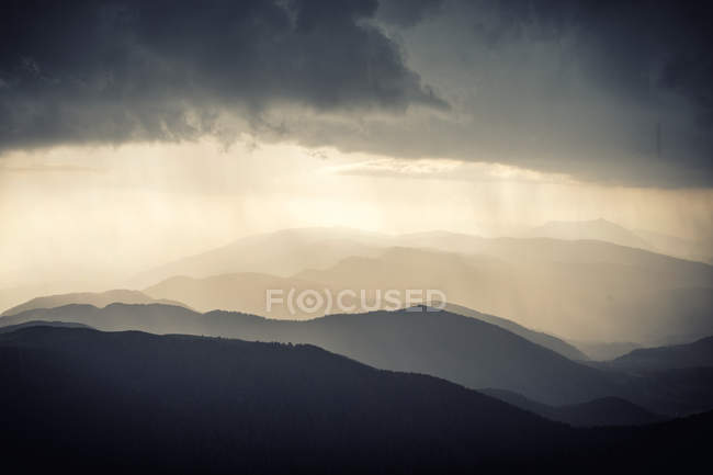 Mountains silhouettes and evening sky — Stock Photo
