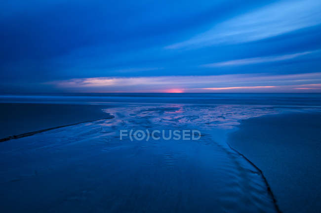 Deep blue sea and sky at evening time with sunset — Stock Photo