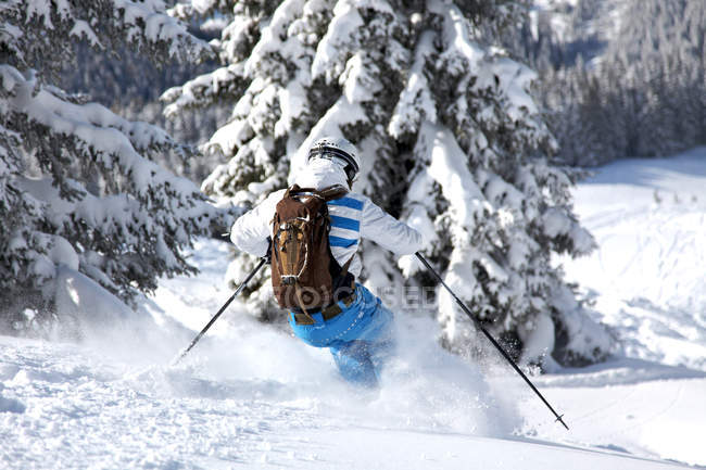 Skier man in covered mountains with trees, Winter vacation — Stock Photo