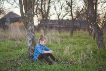 Girl leaning on tree — Stock Photo