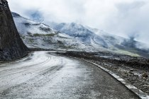 Winding road in Tibet mountains, China — Stock Photo
