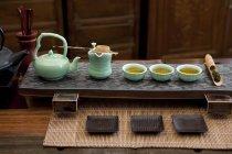 Традиційний китайський Чайний сервіз лоток в кімнаті чай — стокове фото