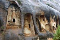 Храм в скале Мати Си в провинции Ганьсу, Китай — стоковое фото
