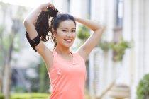Chinesische Frau Ausübung Morgen auf Straße — Stockfoto