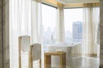 Innere des modernen Badezimmers in Wohnung — Stockfoto