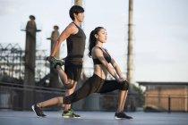 Chinesischen Athleten trainieren auf Straße — Stockfoto