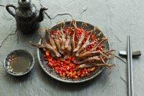 Comida china de lenguas de pato estofado - foto de stock