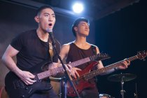 Banda musicale cinese esibendosi sul palco — Foto stock
