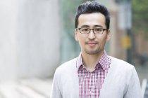 Портрет среднего взрослого азиата — стоковое фото