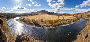 Vista panorámica de la naturaleza del río en Aershan, China - foto de stock
