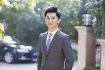 Портрет китайський бізнесмен на вулиці — стокове фото