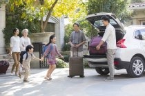 Chinese multi-generation family packing for car trip — Stock Photo