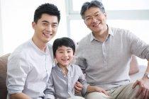 Portrait de chinoises trois générations d'hommes — Photo de stock