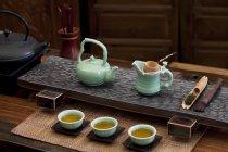 Класична Китайська gongfu чайної церемонії гончарства в кафе кондитерська — стокове фото