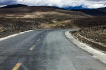 Mountain road in Tibet, China — Stock Photo