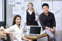 Internationales Team von Designern im Büro — Stockfoto