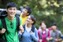 Chinese backpacks hiking in forest — Stock Photo
