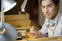 Chinese male jeweler working in studio — Stock Photo