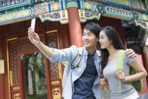 Chinese couple taking selfie in Lama Temple — Stock Photo