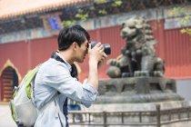 Китайская туристическая фотографировать в Храм ламы — стоковое фото