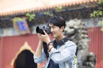 Touriste chinois prenant des photos au Temple Lama — Photo de stock