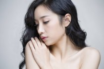 Porträt von schöne Chinesin mit natürliches Make-up — Stockfoto