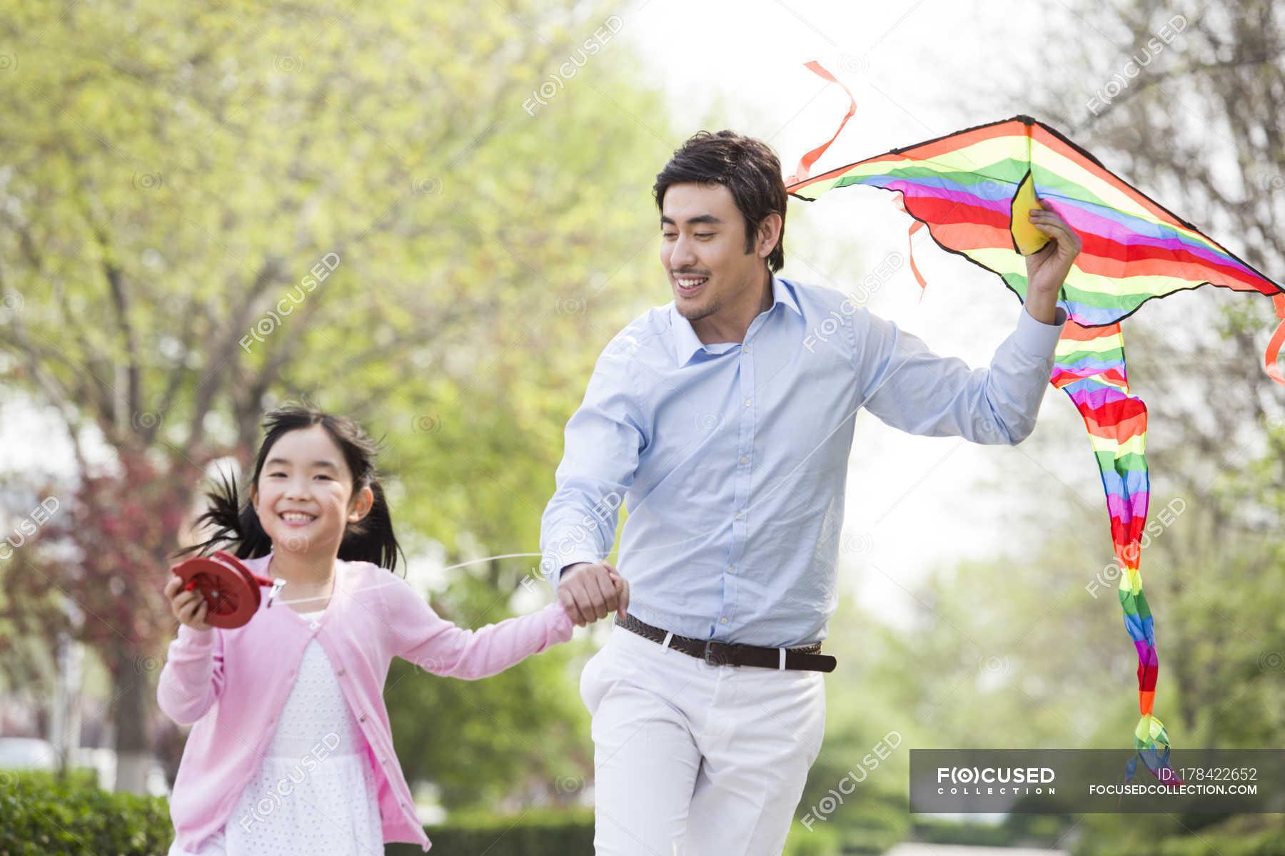 Японские шоу отец и дочь онлайн, Японское порно шоу отец должен отгадать дочь 9 фотография