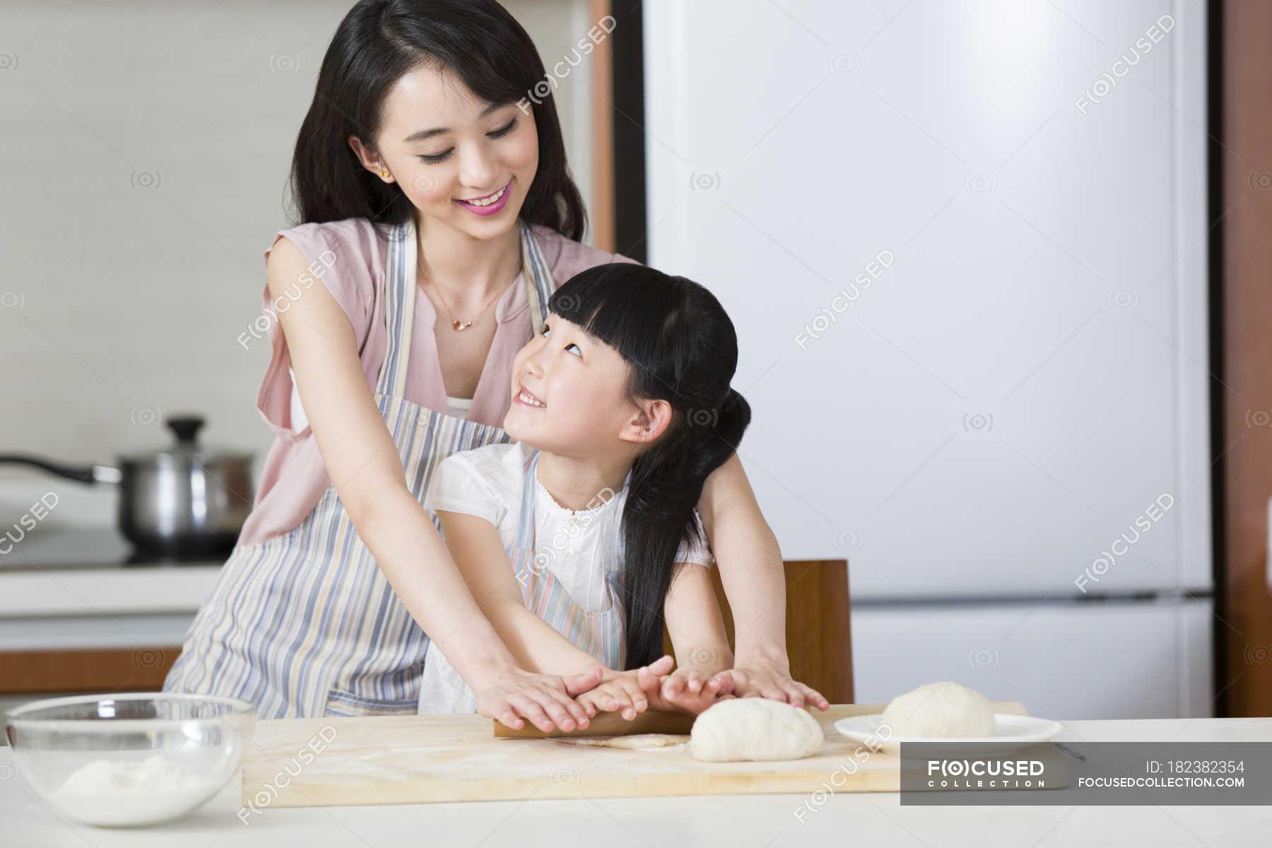 Японские шоу отец и дочь онлайн, Японское порно шоу отец должен отгадать дочь 10 фотография
