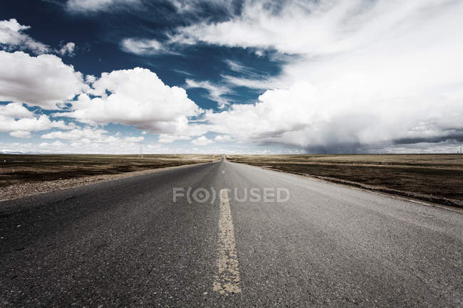 Scenic view of road in Tibet fields, China — Stock Photo