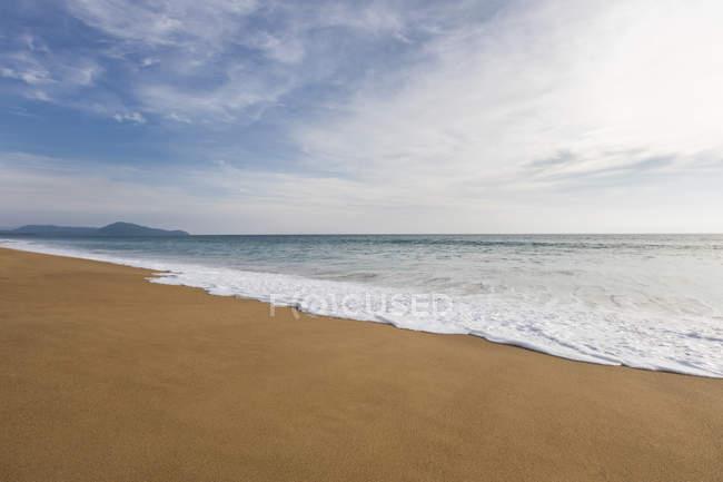 Vue panoramique de la plage en Thaïlande — Photo de stock